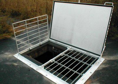 Het vervaardigen van een aluminium put luik inc. rvs valbeveiliging.