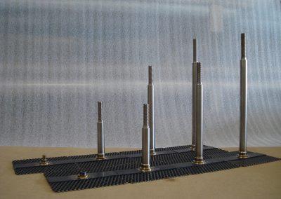 Het samenstellen van diverse titanium onderdelen.