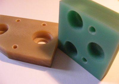 Het vervaardigen van diverse kunststof onderdelen.