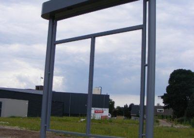Het vervaardigen en monteren van een reclamezuil t.b.v. een bedrijventerrein.