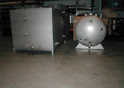 Het vervaardigen en leveren van 2 stuks RVS 316 tanks volgens klantspecificatie.